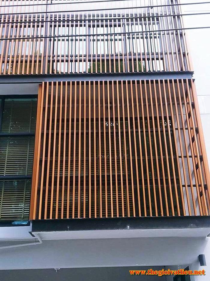Lam gỗ che nắng trang trí ngoài trời Smartwood có giá bao nhiêu?