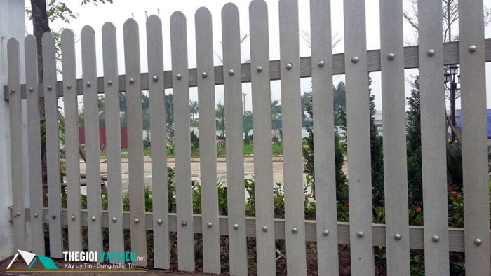 Thi công hàng rào gỗ ngoài trời Smartwood như thế nào?
