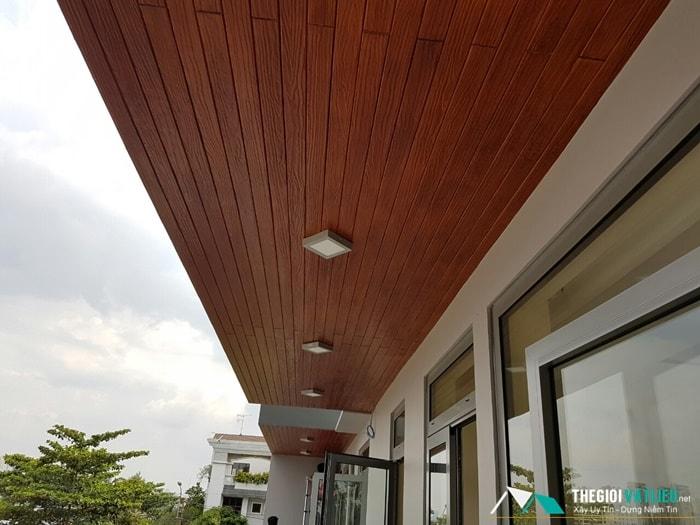 Tấm Smartboard làm trần giả gỗ