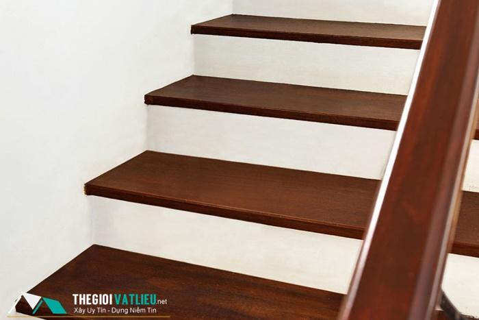 Thanh gỗ ốp cầu thang
