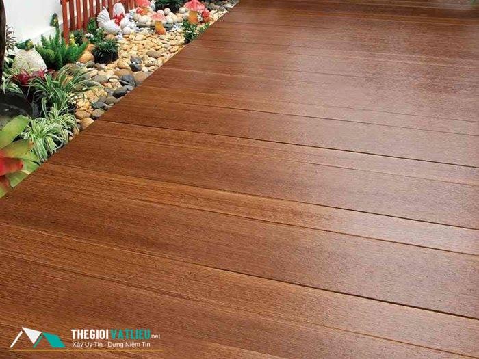 giá sàn gỗ ngoài trời
