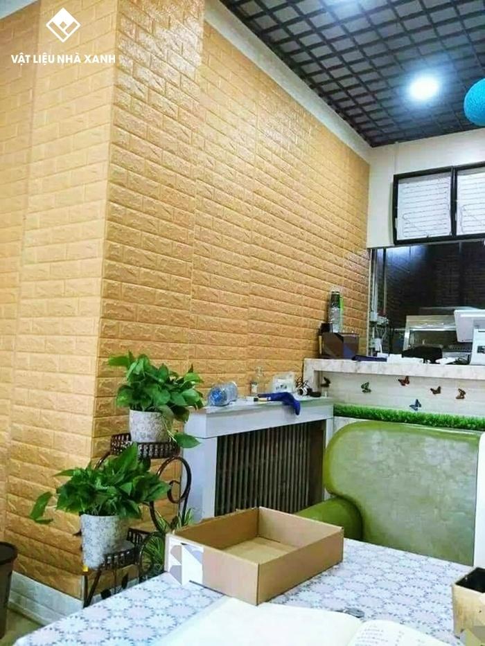 xốp dán tường màu vàng