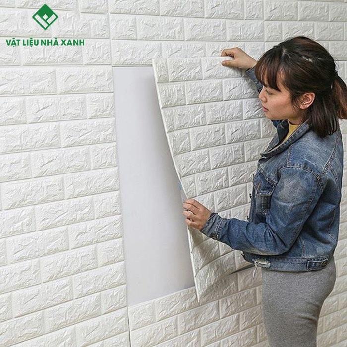 thi công xốp dán tường chống ẩm mốc