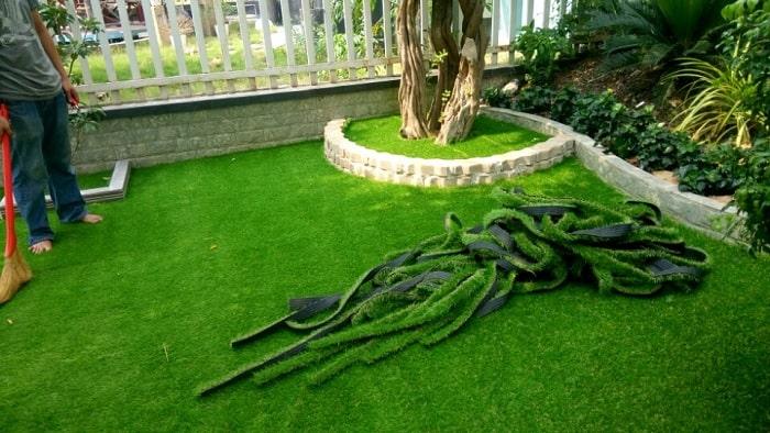 Thi công thảm cỏ nhân tạo rất dễ dàng và nhanh chóng