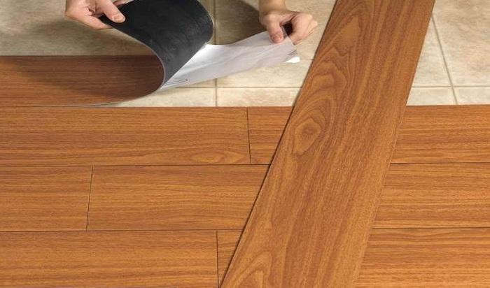 Sàn nhựa giả gỗ keo dán thi công rất đơn giản và nhanh chóng
