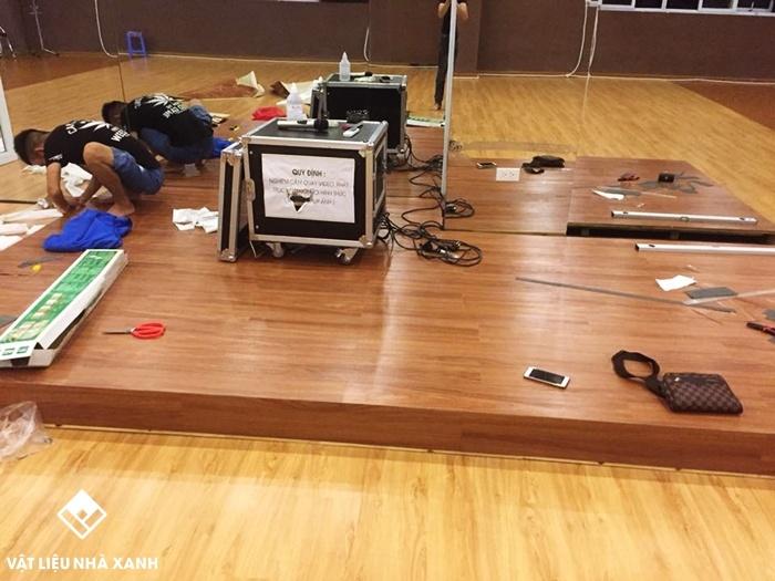 Thi công sàn nhựa vân gỗ tại Thế Giới Vật Liệu