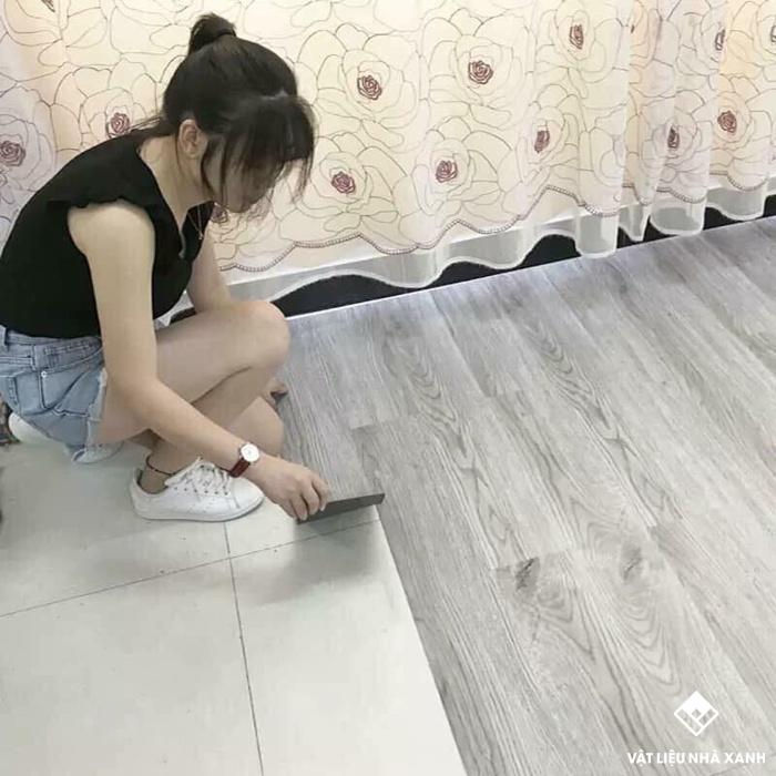 sàn nhựa giả gỗ tự dán