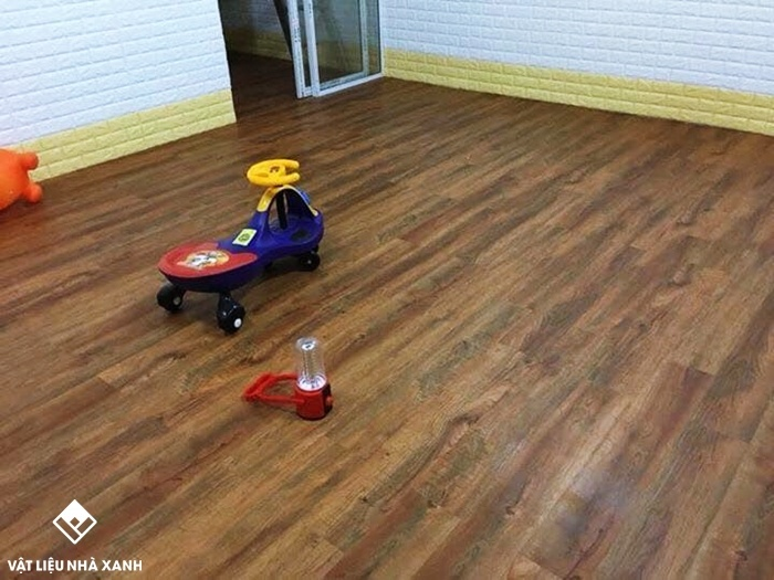 bán sàn nhựa vân gỗ
