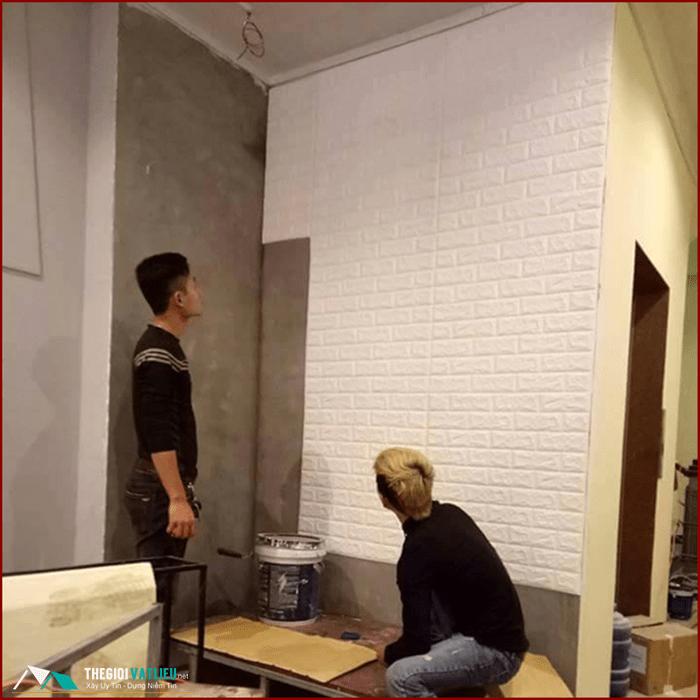 thợ thi công xốp dán tường