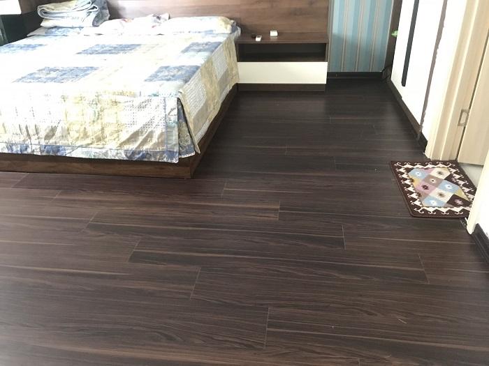 Trang trí không gian phòng ngủ với sàn gỗ giả nhựa