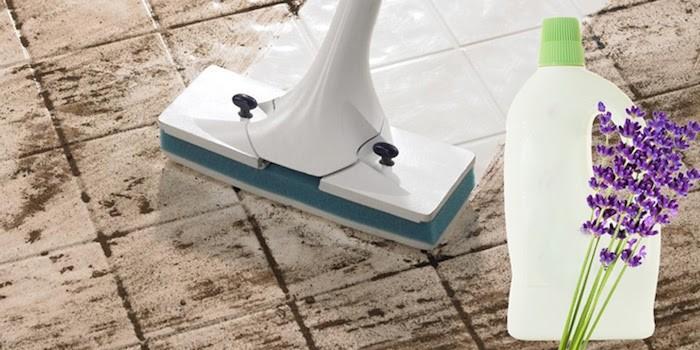 Lạm dụng chất tẩy rửa gây hại cho sàn gỗ