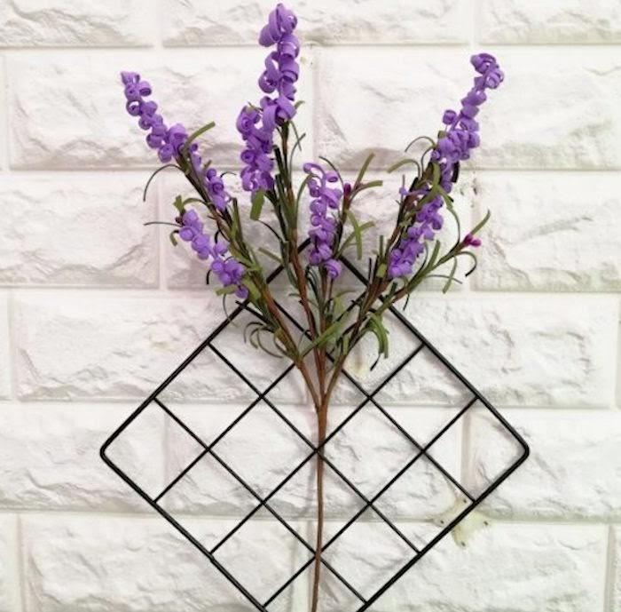 Lưới sắt trang trí kết hợp hoa