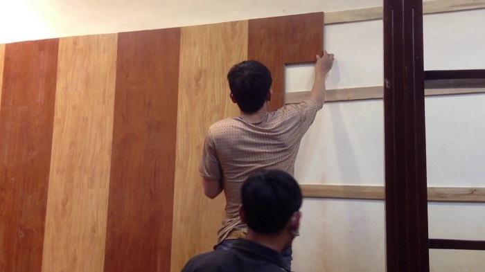 Ốp tường gỗ cũng là một cách đơn giản