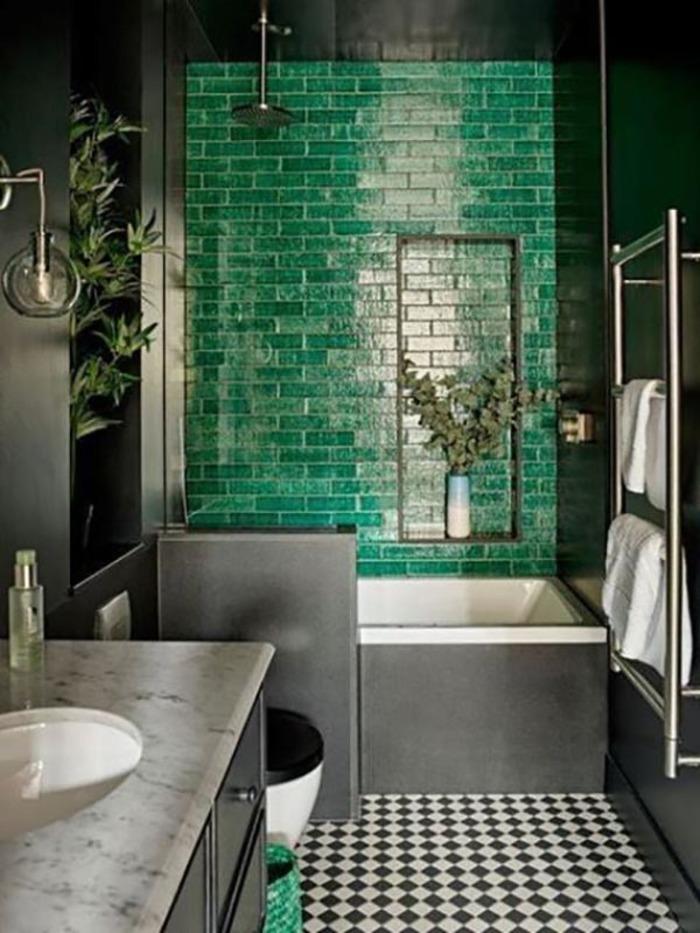 Mẫu gạch xanh ấn tượng cho nhà tắm