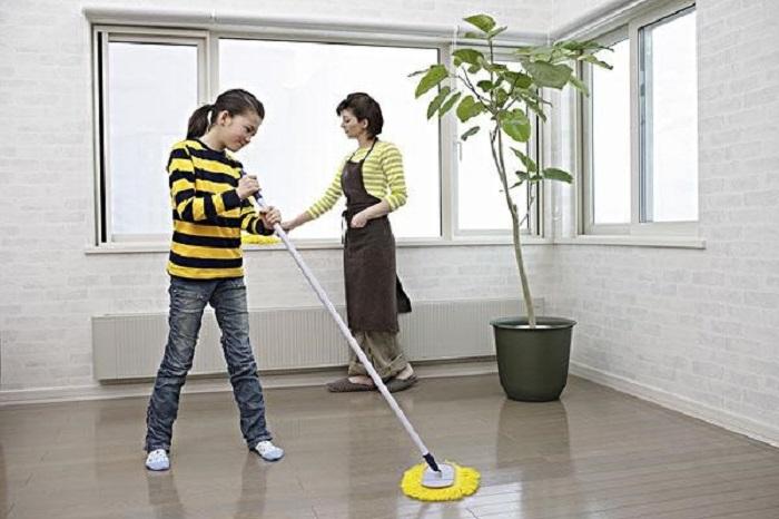 Lau dọn nhà thường xuyên sẽ giúp nhà mát hơn