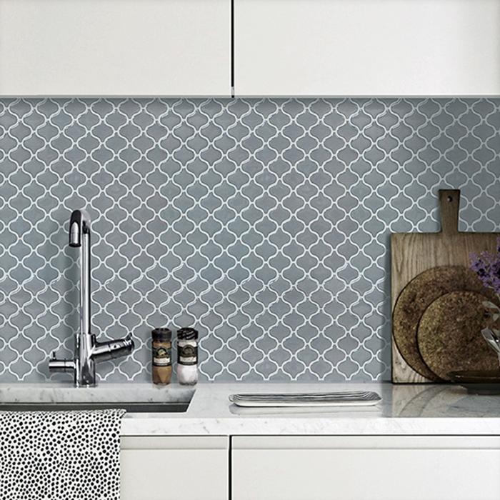 Mỗi vật liệu dán tường mang những ưu nhược điểm hoàn toàn khác biệt