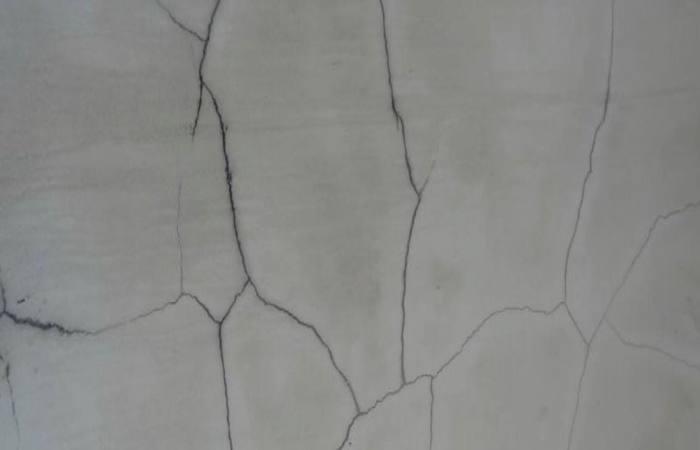 Với những vết nứt chồng chéo, bạn cần thận trọng để tìm được một phương pháp xử lý phù hợp