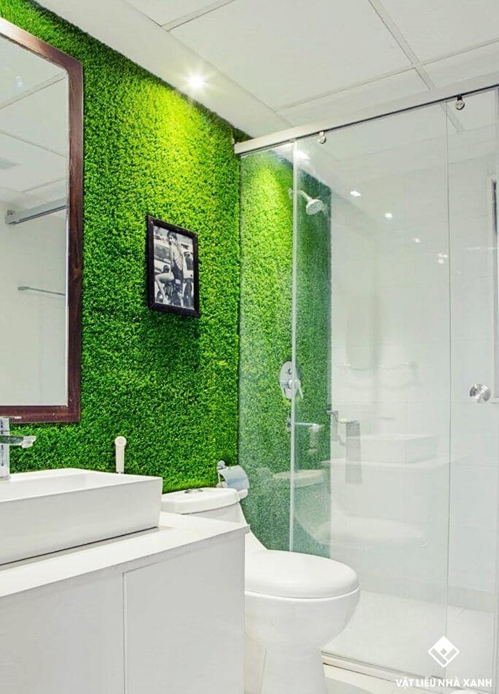 Trang trí nhà tắm bằng thảm cỏ nhân tạo