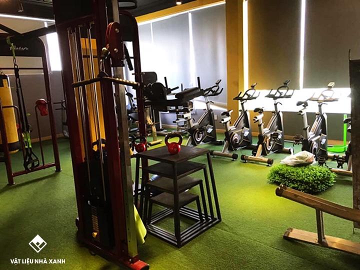 Thi công thảm cỏ nhân tạo phòng Gym